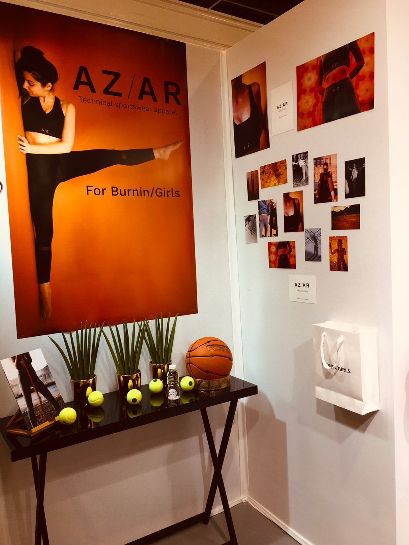 Cette image représente un stand . Le stand de la marque AZ/AR durant le salon de la lingerie.
